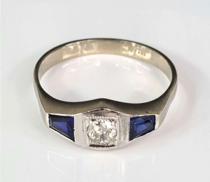Sapphires and diamond ring