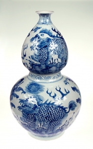 Dragon vase, China, 20th century